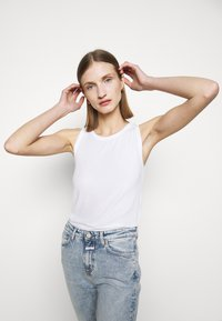 CLOSED - WOMEN - Top - white - 3