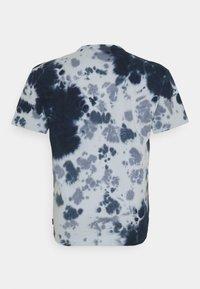 Nike Sportswear - TEE  - T-shirt med print - thunder blue/armory blue - 6