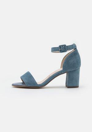 FLORENTINE - Sandaalit nilkkaremmillä - jeans
