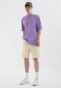 PULL&BEAR - Shorts - yellow - 1