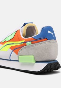 Puma - FUTURE RIDER TWOFOLD SD POP UNISEX - Trainers - white/yellow alert/carrot - 4