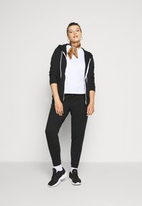 Even&Odd Curvy - SLIM FIT JOGGERS - Tracksuit bottoms - black - 1