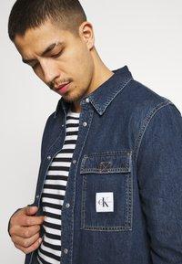 Calvin Klein Jeans - SKATE  - Shirt - denim medium - 3