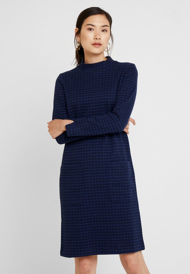 GITTA DRESS - Neulemekko - check navy