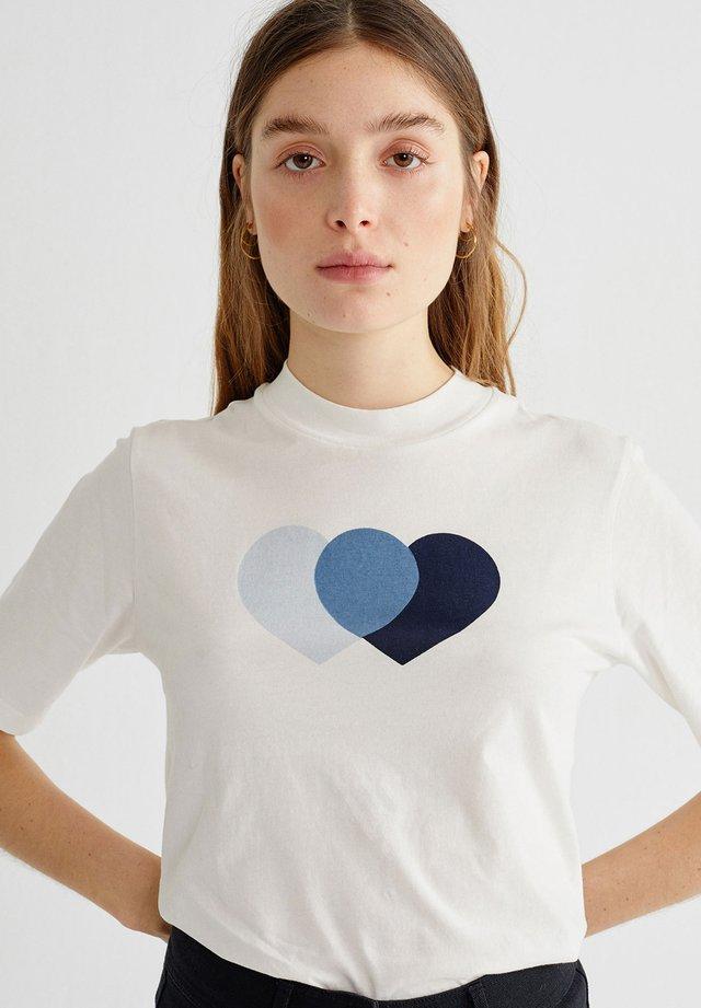 HEARTS - Print T-shirt - weiß