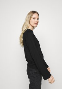 Marc O'Polo PURE - CREW NECK ZIPPER AND ASYMETRICAL HEMLINE - Langærmede T-shirts - pure black - 3