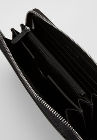 Michael Kors - HENRY TECH ZIP AROUND - Wallet - black - 2