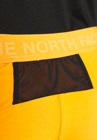 The North Face - MENS GLACIER SHORT - Pantalones montañeros cortos - flame orange - 3