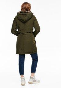 s.Oliver - MIT PLÜSCH-DETAILS - Winter coat - olive - 2
