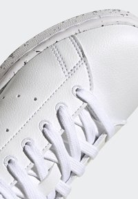 adidas Originals - STAN SMITH - Trainers - ftwr white ftwr white red - 8