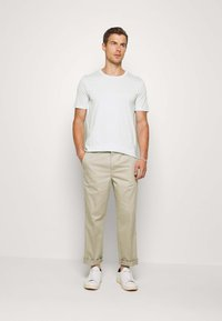 Selected Homme - SLHTHEPERFECT ONECK TEE  - T-paita - glacier - 1