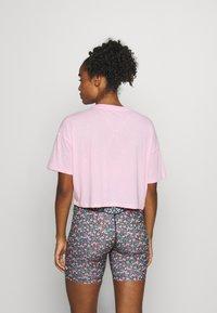 Nike Performance - DRY CROP FEMME - Camiseta estampada - pink/pink glow/black - 2
