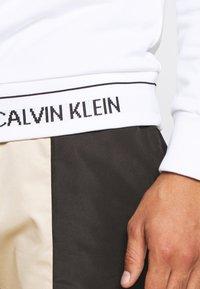 Calvin Klein - LOGO WAISTBAND - Mikina - white - 5