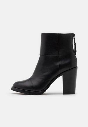 NEWBURY - Kotníková obuv na vysokém podpatku - black
