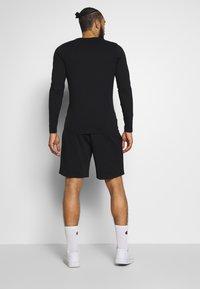 Jack & Jones - JJIZPOLYESTER SHORT - Sports shorts - black - 2