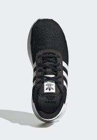 adidas Originals - LA TRAINER LITE SHOES - Trainers - core black/ftwr white/core black - 1