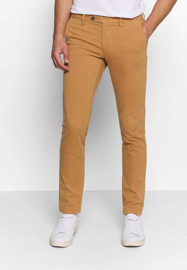 SLIM STRUCTURE  - Chinos - clay
