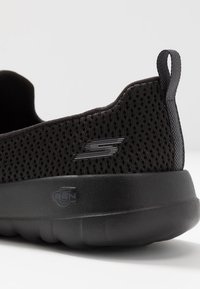 Skechers Performance - GO WALK JOY - Sportieve wandelschoenen - black - 5