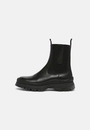 THYRA - Kotníkové boty - black