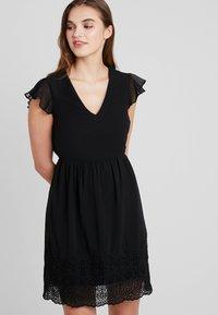 Vero Moda - VMAISHA DRESS - Hverdagskjoler - black - 0