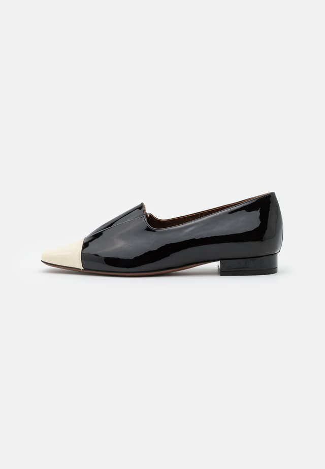 Loaferit/pistokkaat - milk/black