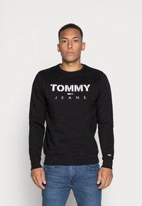 Tommy Jeans - NOVEL LOGO CREW - Sweatshirt - black - 0
