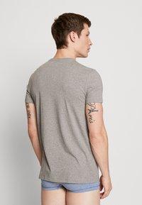 Levi's® - SOLID CREW 2 PACK - Undershirt - middle grey melange - 2