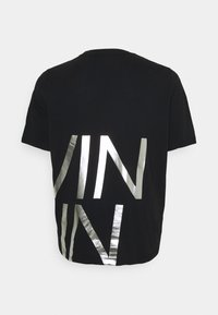 Calvin Klein - BIG LOGO - Print T-shirt - black/silver - 7