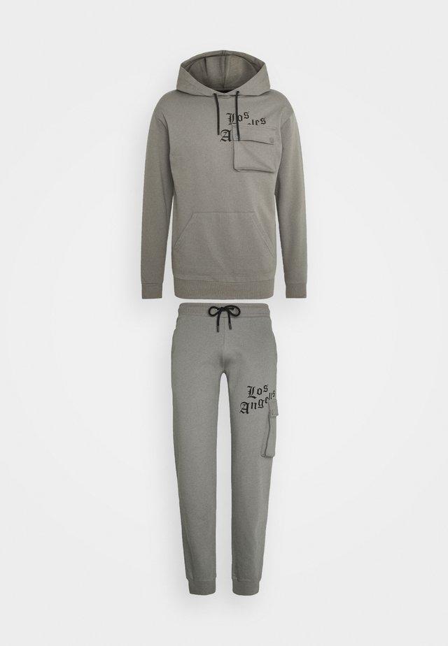 COMBAT TRACKSUIT - Træningssæt - grey