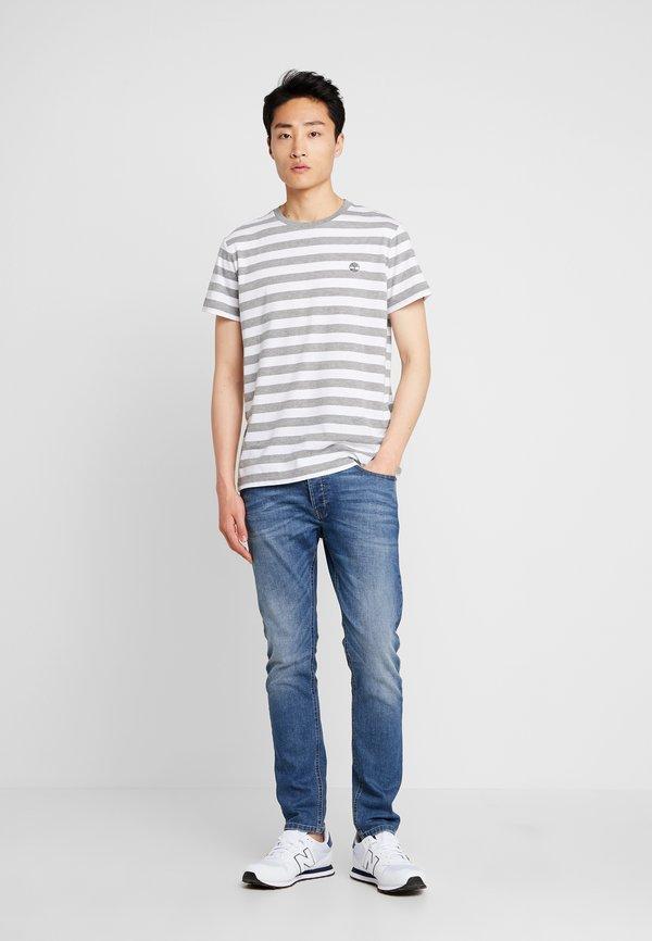 Timberland STRIPED TEE - T-shirt z nadrukiem - medium grey heather/szary melanż Odzież Męska DUKJ