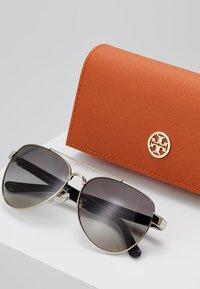 Tory Burch - Sluneční brýle - shiny light gold-coloured - 2