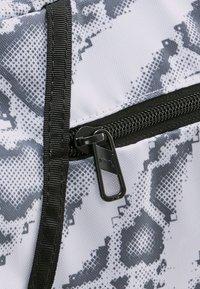 Puma - BARREL BAG - Sports bag - puma white-untamed - 3