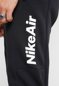 Nike Sportswear - M NSW NIKE AIR PANT FLC - Træningsbukser - black/university red - 4