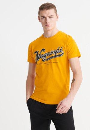 ALCHEMY  - Camiseta estampada - upstate gold
