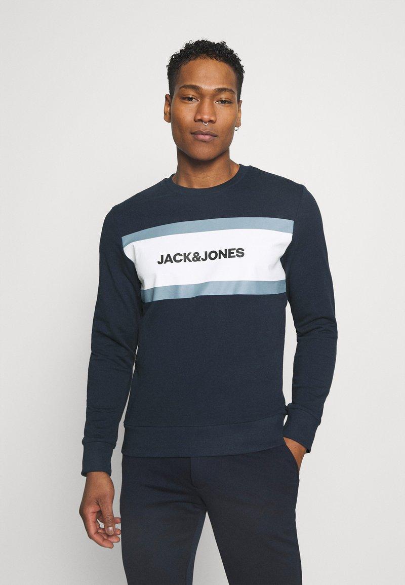 Jack & Jones - JJSHAKE CREW NECK - Sweatshirt - navy blazer