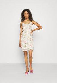 Vero Moda - VMWONDA - Denní šaty - birch/poppy - 1
