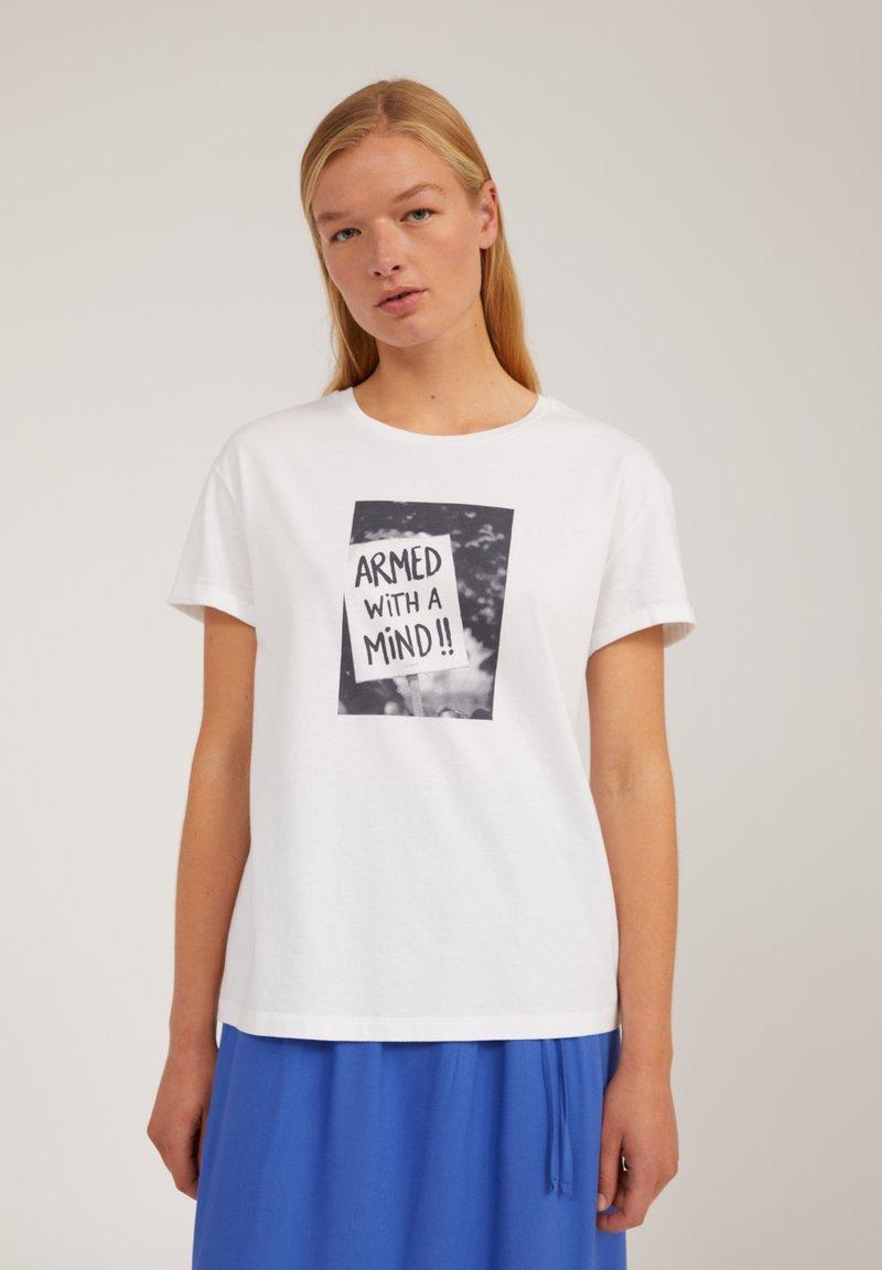 ARMEDANGELS - Print T-shirt - white