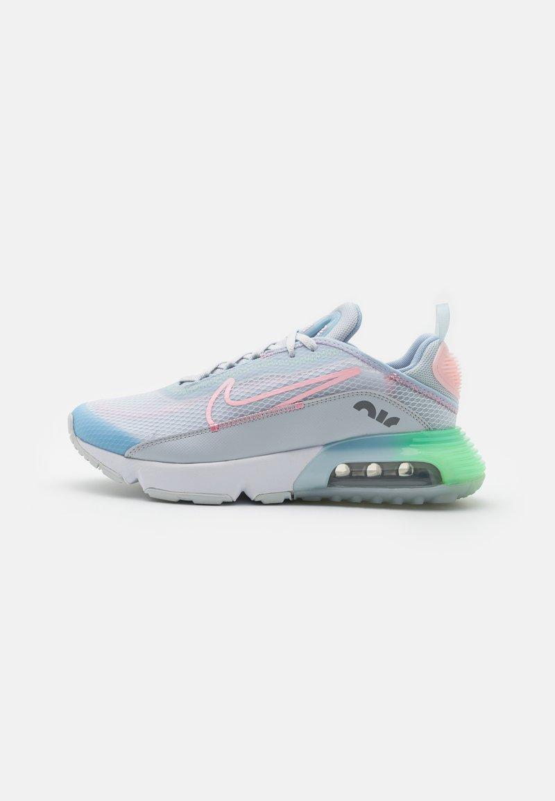 Nike Sportswear - AIR MAX 2090 SE UNISEX - Zapatillas - pure platinum/arctic punch