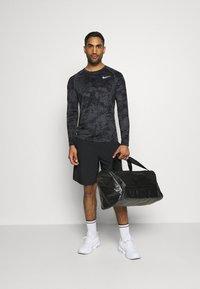 Nike Performance - T-shirt de sport - iron grey/white - 1