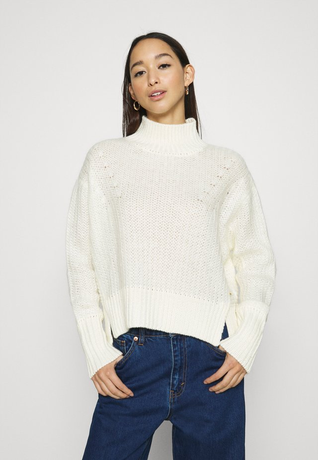 SOFT HIGH NECK PULLOVER - Strickpullover - icy white