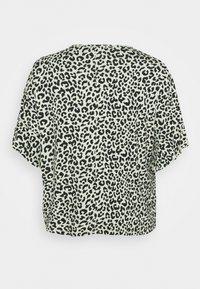 CAPSULE by Simply Be - BOXY RUFFLE SLEEVE  - Print T-shirt - black/green - 1