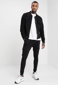 Only & Sons - ONSWF KENDRICK - Tracksuit bottoms - black - 1