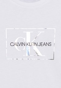 Calvin Klein Jeans - SMALL MONOGRAM - Camiseta estampada - white - 2