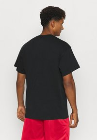 Nike Performance - TEE GLOBAL CONTENT  - Print T-shirt - black - 2