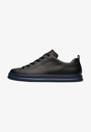 RUNNER FOUR - Trainers - black