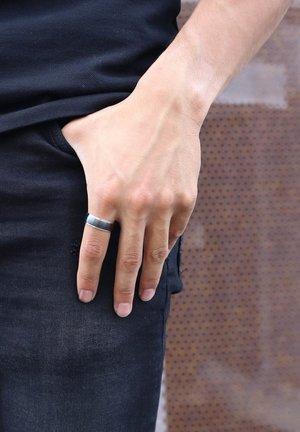 Ring - zilverkleurig zwart