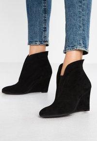 Carvela Comfort - RALLY - Korte laarzen - black - 0