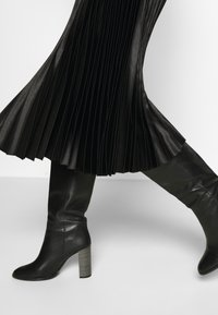 Opus - RURY - Pleated skirt - black - 3