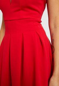 WAL G PETITE - EXCLUSIVE V-NECK MINI DRESS - Sukienka z dżerseju - red - 4