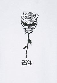 274 - SKULL ROSE TEE - Triko spotiskem - white - 4